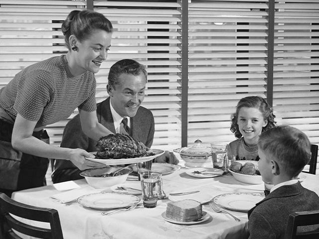 1950s-family-dinner_si
